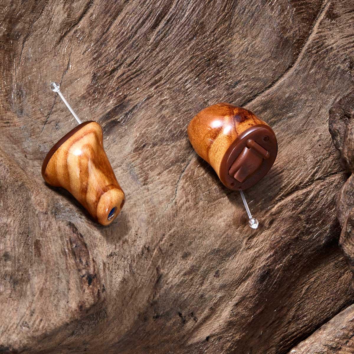 Unauffällige und unsichtbare Hörgeräte - Mein Ass im Ohr
